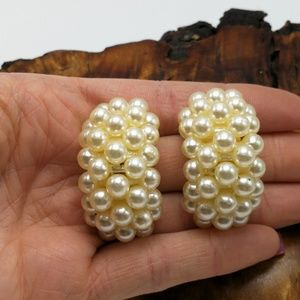 Vintage acrylic Ivory Pearl hoop crest chunky bold